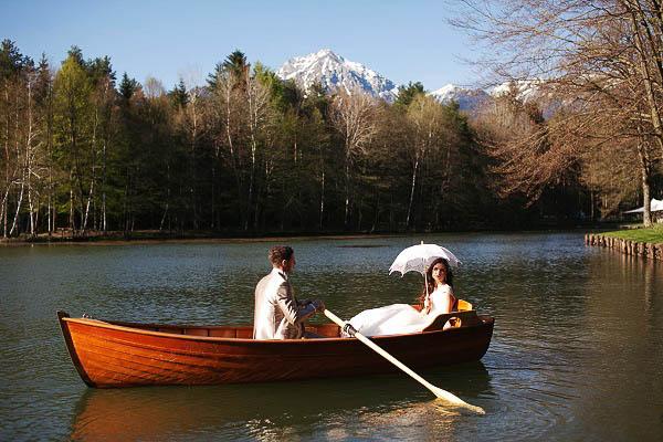 Wedding-in-slovenia-boat